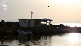 Une plage de Lesbos aux premières lueurs du jour