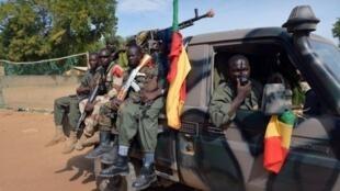 Soldats maliens en patrouille