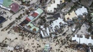 صورة ملتقطة من الفضاء نشرتها وزارة الدفاع الهولندية في 6 أيلول/سبتمبر، تظهر الدمار الذي خلفه الاعصار ايرما في الجزء الهولندي من جزيرة سان مارتن