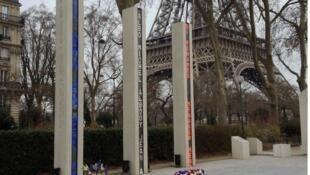"""النصب التذكاري لضحايا """"حرب الجزائر والقتال في تونس والمغرب"""" في باريس."""