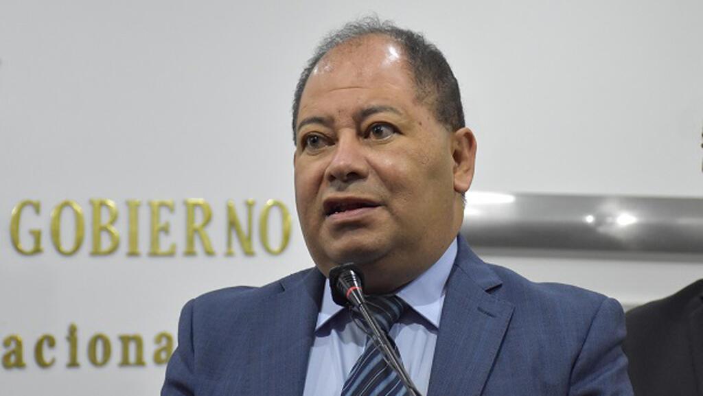 El ministro de Gobierno de Bolivia, Carlos Romero, afronta críticas por los problemas de la Policía boliviana a propósito de la vinculación de jefes policiales con un narcotraficante.