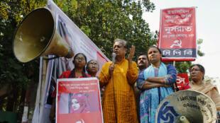 Miembros del Partido Comunista de Bangladesh piden justicia en el caso de Nusrat Jahan Rafi en Daca, el 20 de abril de 2019.