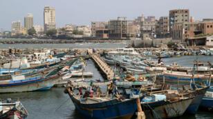 Vista del puerto de Hodeida, en Yemen, el 17 de abril de 2019.