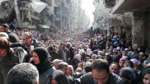 مدنيون سوريون أنهكتهم الحرب
