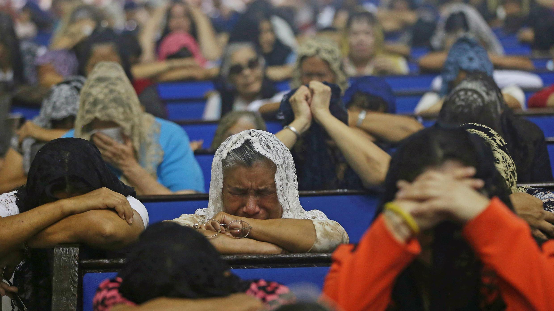 Tras la detención de su líder, los seguidores de la iglesia La Luz del Mundo participaron de una vigilia de oración en Guadalajara, México, el 5 de junio de 2019.