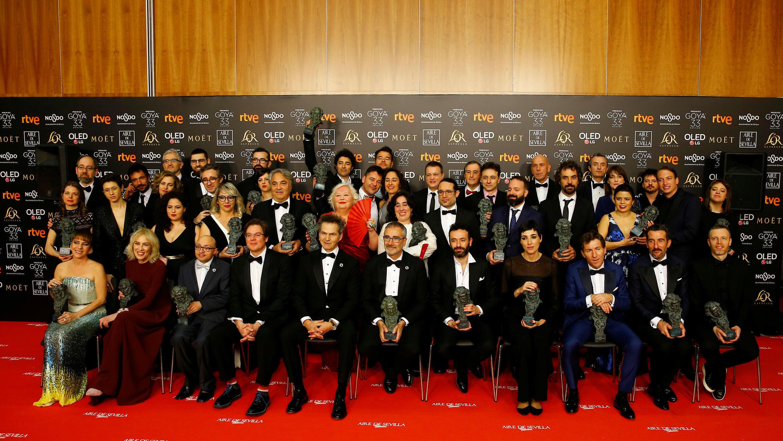 Todos los ganadores posan con sus cabezones en la ceremonia de entrega de los Premios Goya en Sevilla, España, el 2 de febrero de 2019.