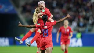 Les joueuses américaines célèbrent un énième but contre la Thaïlande le 11 juin au stade de Reims.