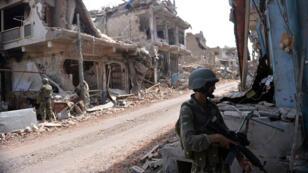 Des soldats pakistanais mènent une opération contre les Taliban à Miranshah, dans le Waziristan du Nord, en juillet 2014.