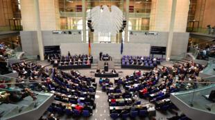 Angela Merkel devant le Bundestag, le 17 juillet 2015.