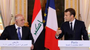 الرئيس الفرنسي إيمانويل ماكرون ورئيس الوزراء العراقي خلال مؤتمر صحفي بقصر الإليزيه