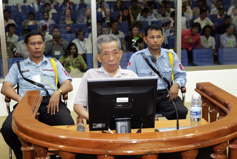 Le tortionnaire Douch, lors de son procès le 5 décembre 2008, à Phnom Penh.