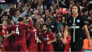 Les Reds de Liverpool célébrant la victoire (3-2) sur le PSG.