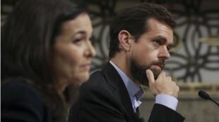 La directrice générale adjointe de Facebook, Sheryl Sandberg, et le directeur général de Twitter, Jack Dorsey, auditionnés au Congrès américain, le 5 septembre 2018.
