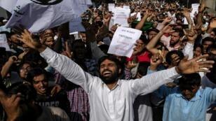 الكشميريون يحتجون بعد صلاة عيد الأضحى على القيود التي فرضتها الحكومة الهندية عليهم بعد إلغاء الحكم الذاتي للإقليم، في سريناغار، 12 أغسطس/آب 2019