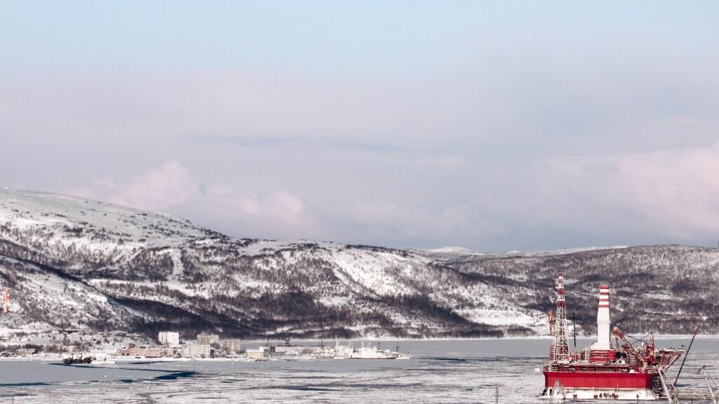 Plataforma petrolífera instalada dentro de la zona ártica.
