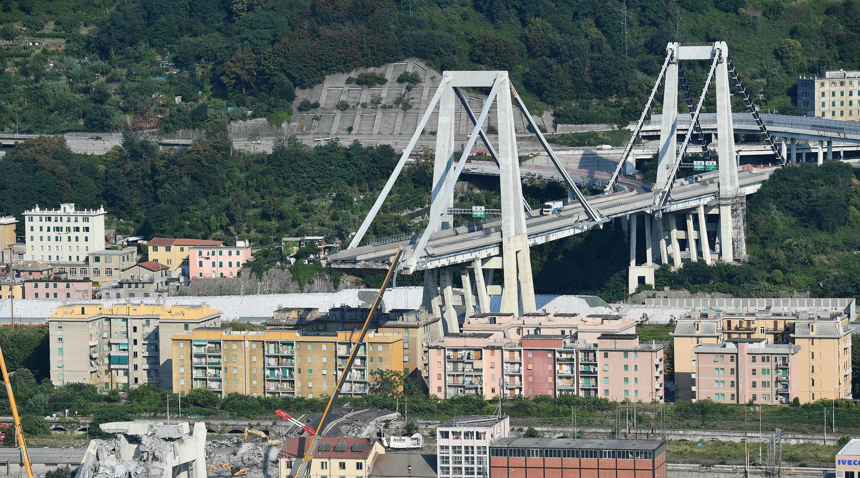 Vista general que muestra una parte del puente Morandi parcialmente colapsado. Génova, Italia. 19 de agosto de 2018.