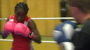 """""""L'œil du tigre"""" de Johanna Wonyou lors d'un entraînement au Boxing Club de Garges-lès-Gonesse."""