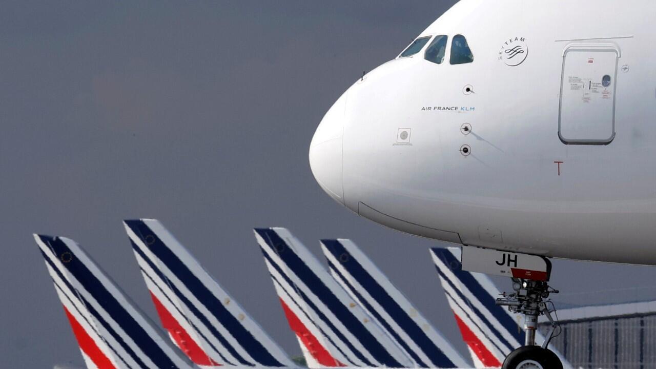 Archivo: Un avión de la aerolínea Air France a su llegada al aeropuerto Charles-de-Gaulle, en el área metropolitana de París, Francia, el 26 de junio de 2020.