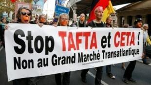 فرنسيون يتظاهرون رفضا لاتفاق التبادل الحر