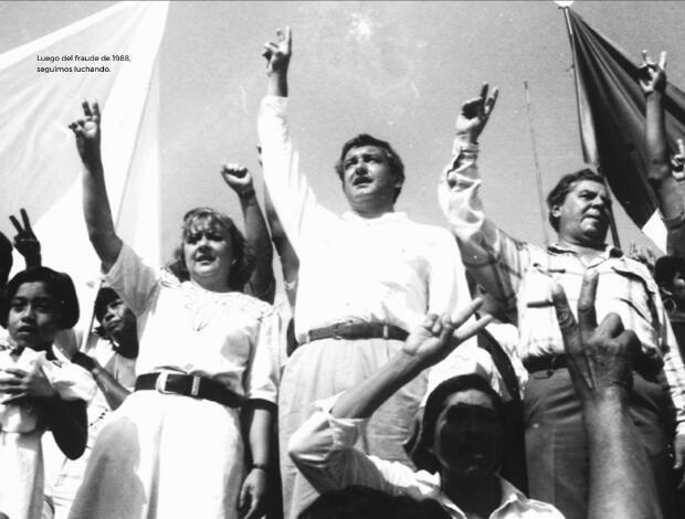 López Obrador en 1988 cuando se unió a las coaliciones de izquierda para enfrentar al Partido Revolucionario Internacional, PRI.