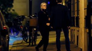 Penelope Fillon regagne son domicile parisien après avoir été mise en examen le 28 mars 2017.