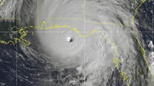 Una imagen satelital tomada el miércoles 10 de octubre muestra al huracán Michael a punto de tocar la costa de Florida, en Estados Unidos.