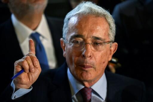 Archivo-El expresidente de Colombia Álvaro Uribe, en una rueda de prensa desde su residencia en Rionegro, el 30 de julio de 2018.
