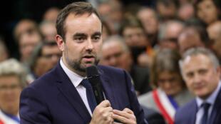 Le ministre coanimateur du grand débat national Sébastien Lecornu, le 15janvier2019, à Grand-Bourgtheroulde.
