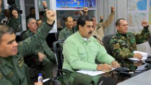 Lors d'une réunion avec le haut-commandement militaire venezuelien, Nicolas Maduro a annoncé la fermeture de la frontière terrestre avec le Brésil.
