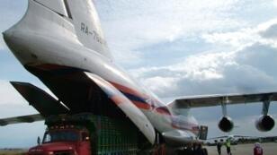 صورة من وكالة سانا. طائرتان روسيتان محملتان بمساعدات إنسانية في مطار الباسل باللاذقية عام 2013