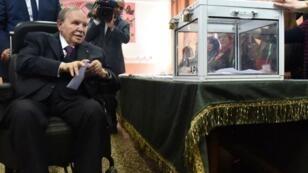 الرئيس الجزائري عبد العزيز بوتفليقة وصل إلى الحكم في نيسان/أبريل 1999.