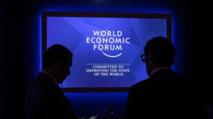 Los miembros del personal se ubican en el interior del Centro de Congresos antes de la reunión anual del Foro Económico Mundial (WEF, por sus siglas en inglés) el 21 de enero de 2019 en Davos, Suiza Oriental.