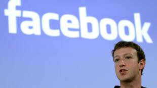 El CEO de Facebook, Mark Zuckerberg, habla durante una conferencia de prensa en la sede de Facebook en Palo Alto, California, el 26 de mayo de 2010 (imagen de archivo).