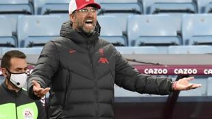 المدرب الالماني يورغن كلوب خلال المباراة التي خسرها فريقه ليفربول أمام مضيفه أستون فيلا 2-7 في الدوري الانكليزي لكرة القدم، برمنغهام، وسط انكلترا، في 4 تشرين الاول/اكتوبر 2020