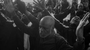 Stefano De Luigi, un fotógrafo italiano, sigue una misión del Aquarius para rescatar a refugiados de Libia y ofrece su visión de la dura realidad en el Mediterráneo.