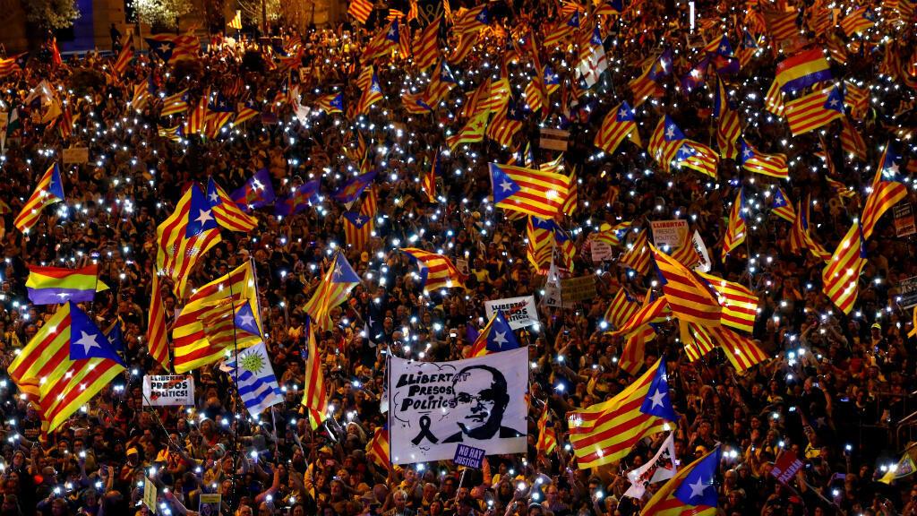 Imagen de archivo. Manifestantes protestan contra el juicio de los líderes catalanes del proceso independentista. Madrid, España, el 16 de marzo de 2019.