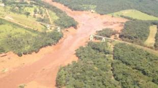 Vue aérienne du barrage minier, vendredi 25 janvier, après la catastrophe.