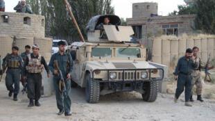 Des forces de sécurité afghanes en poste aux environs de l'aéroport de Kunduz, le 29 septembre 2015.