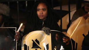 Des manifestants rassemblés près du studio du chanteur R Kelly, à Chicago, pour appeler à un boycott de sa musique, le 9 janvier 2019