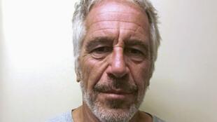 El financiero estadounidense Jeffrey Epstein aparece en una fotografía tomada para el registro de delincuentes sexuales de la División de Servicios de Justicia Criminal del Estado de Nueva York el 28 de marzo de 2017 y obtenida por Reuters el 10 de julio de 2019.