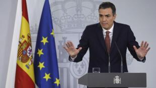 El primer ministro de España, Pedro Sánchez, hace gestos durante una conferencia de prensa en el Palacio de Moncloa en Madrid, España, el 7 de noviembre de 2018.