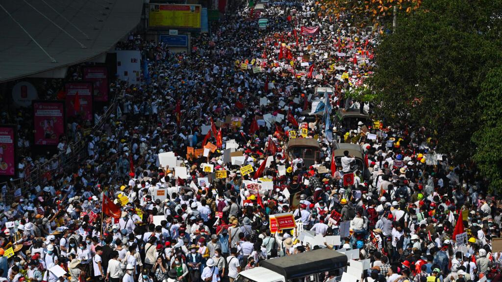 Grève générale en Birmanie : mobilisation monstre contre le pouvoir militaire