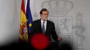 Mariano Rajoy comparece ante la prensa en La Moncloa tras reunirse en Consejo de Ministros extraordinario este 27 de octubre de 2017.