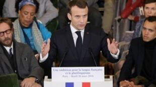 Emmanuel Macron esbozó su estrategia para promover el idioma francés en la Academia Francesa el martes 20 de marzo.
