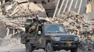 قوات موالية للنظام في مدينة دير الزور في شرق سوريا