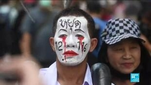 2020-11-25 17:09 Thailand demonstrations: Protesters rally as leaders summoned over defamation