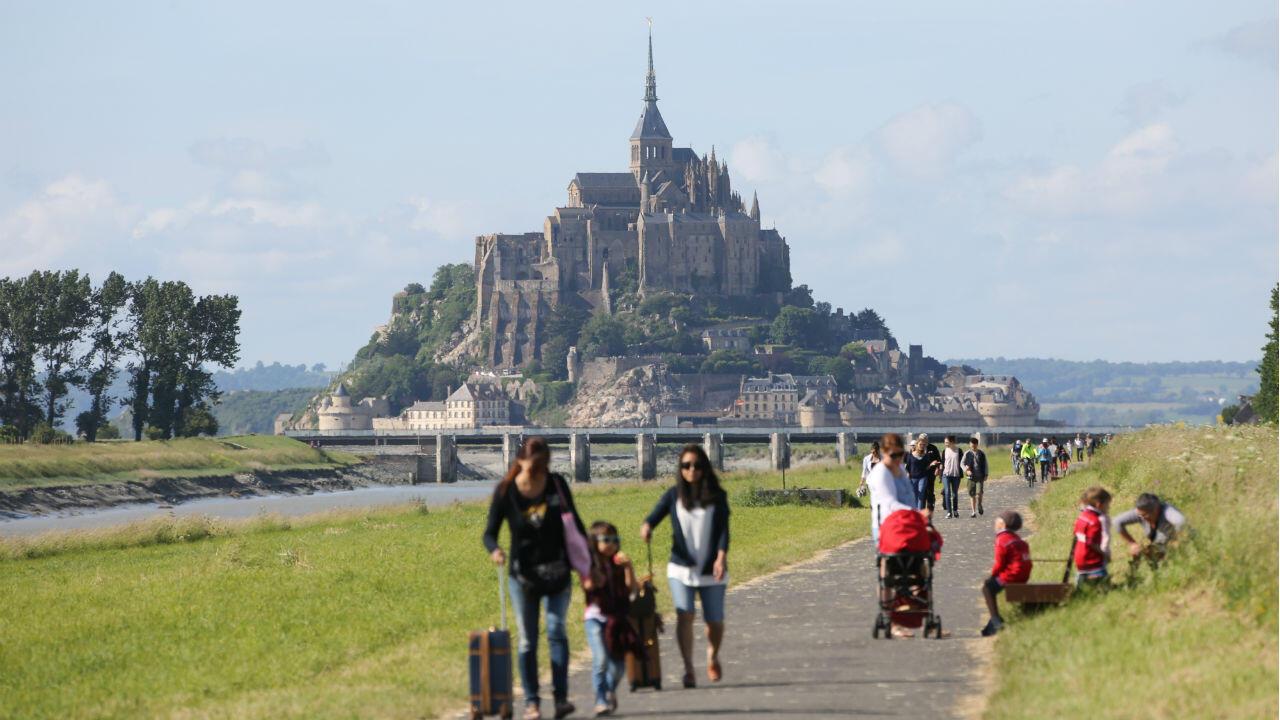 Vue du Mont-Saint-Michel, l'un des sites touristiques les plus visités de France.