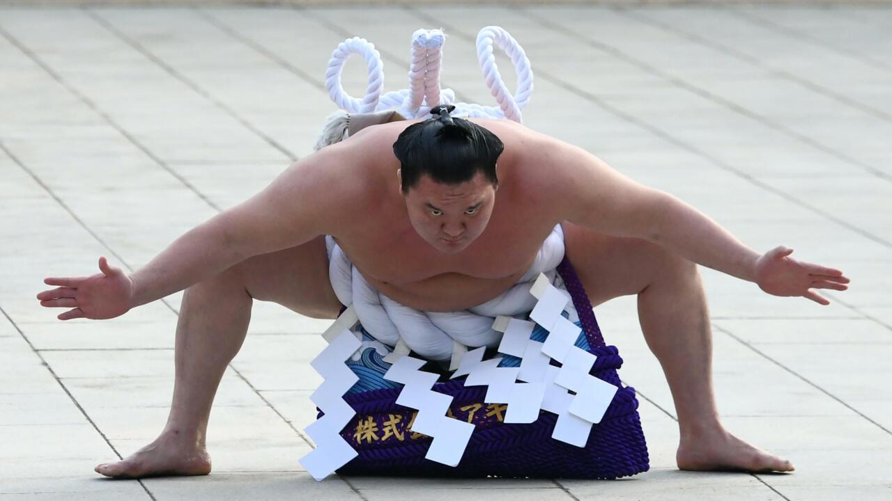 Japon: Hakuho, le géant qui a terrassé les records du sumo - France 24