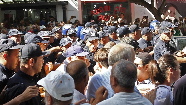 حراك الجزائر: الشرطة تمنع مسيرة الطلاب وتعتقل العشرات في العاصمة