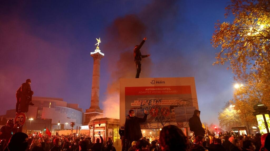 Tear gas and clashes at Paris protest against police violence